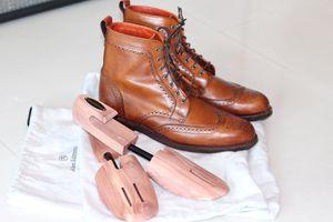 Allen Edmond Dalton Boot in Walnut size 9D with free cedar shoe trees! for Sale in Pembroke Park, FL