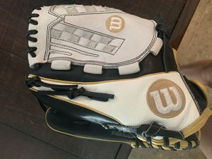"Softball Wilson A2000 12.5"" Left Hand Throw Glove for Sale in Brentwood, CA"