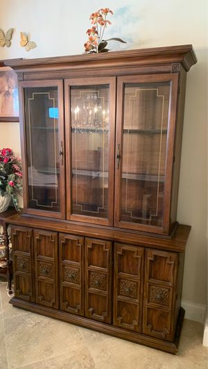 Antique china cabinet for Sale in Pembroke Pines, FL