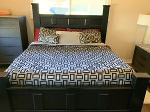 King Size Bed (Mattress + Box Springs + Frame) for Sale in Tempe, AZ