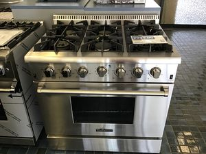 Thor Kitchen 36in Professional Gas Range in Stainless Steel for Sale in Fresno, CA