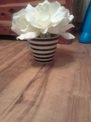 Small flower pot for Sale in Smyrna, TN