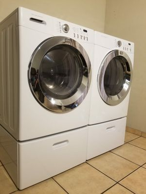 FRIGIDAIRE WASHER AND ELECTRIC DRYER EXCELLENT CONDITION for Sale in Glendale, AZ