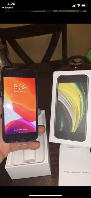 Nuevo iPhone SE 128 Gigs Desbloqueado Con Garantía hasta 21 de Mayo 2021 for Sale in Dinuba, CA