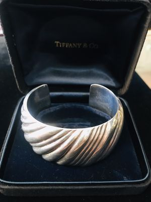 Mint condition Tiffany&Co twirl braclet with box for Sale in Altadena, CA
