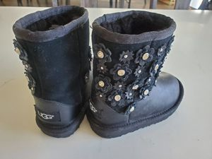 Toddler UGG boots for Sale in Chicago, IL