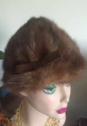 Vintage Mink hat with a bow with a point on the top very nicely made Silk lining small two medium for Sale in Darnestown, MD