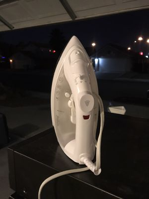 White sunbeam clothing iron (20 available) for Sale in Las Vegas, NV