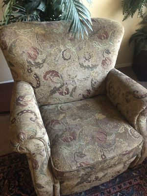 Chair in good condition Asking $60 obo for Sale in Chandler, AZ