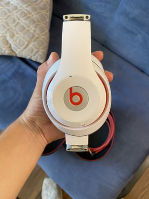 Beats Solo 3 - Wireless White Headphones for Sale in Saint Charles, MO