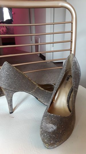 Gold heels 6 + 1/2 for Sale in Lexington, KY