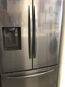 SAMSUNG FRENCH DOOR BLACK STAINLESS STEEL REFRIGERATOR BRAND NEW OPEN BOX for Sale in Moreno Valley,  CA