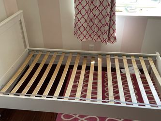IKEA White Twin Bed With Mattress. for Sale in Madera,  CA