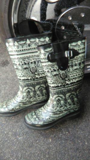 Ladies rain boots size 8 for Sale in Orange, CA