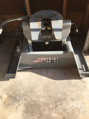 B & W 5th wheel Hitch Used 2 years for Sale in Fort Worth, TX