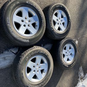 """Jeep 17"""" Wheels And Goodyear Wrangler 255 75 17 Tires for Sale in Aurora, CO"""