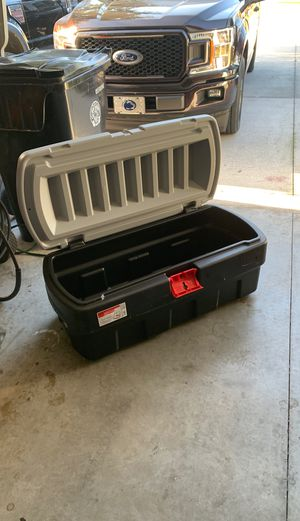 Rubbermaid large storage container for Sale in Longwood, FL