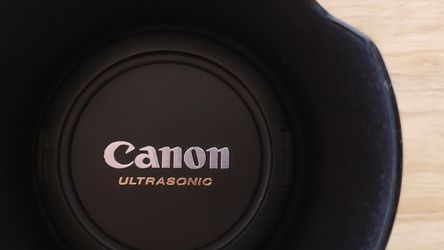 Canon 24 - 70 mm Macro 0.38m/1.3ft 1:2.8 L USM Made In Japan for Sale in Miami,  FL