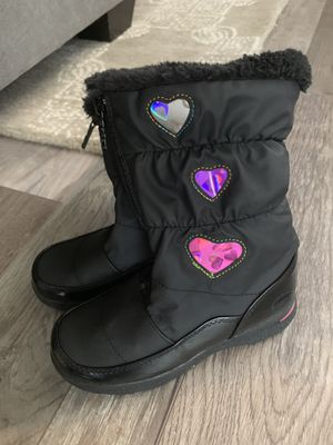 Girls size 2 totes snow boots for Sale in Fullerton, CA