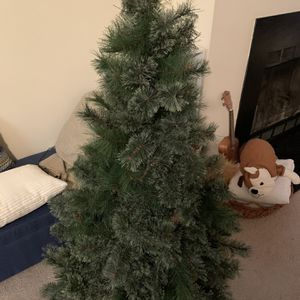 Artificial Christmas Tree, 4.5 ft tall, Excellent Condition for Sale in Arlington, VA