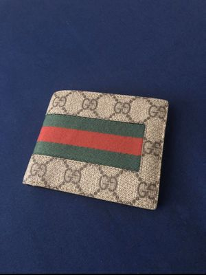 Gucci wallet for Sale in Marysville, WA