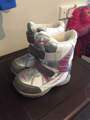 Toddler girl snow boots size 10 for Sale in Warrington, PA