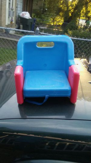 Toddlers folding eating table booster seat for Sale in Columbus, OH