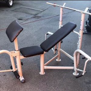 Weight Bench w/ 6 ft Barbell Bar for Sale in Lynnwood, WA