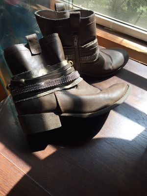 Girls boots size 5 for Sale in Greensboro, NC
