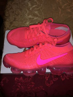 Nike Women's vapormax hot pink for Sale in Orlando, FL