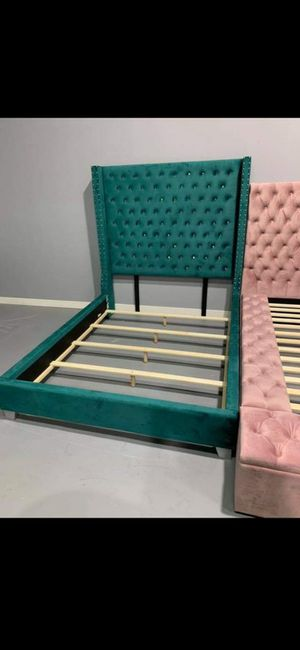 Green tufted bed frame for Sale in Houston, TX