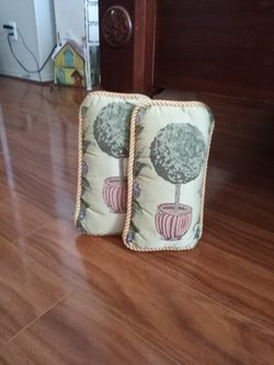 2 Topiary Pillows for Sale in El Paso,  TX