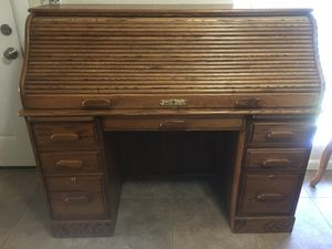 Large Antique Roll top desk in excellent condition for Sale in Glendale, AZ