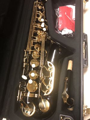 Beautiful Black and Gold Alto Saxophone Excellent Condition for Sale in Kennedale, TX