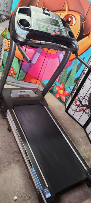 Horizon incline Treadmill with Music eTrak for Sale in Bayonne, NJ