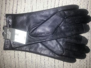 NEW!! Lather smart gloves size small for Sale in Glen Burnie, MD