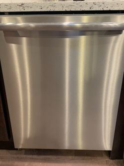 Frigidaire Professional Dishwasher for Sale in Milwaukie,  OR