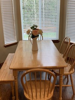 Dining Table With Chairs for Sale in Marysville,  WA