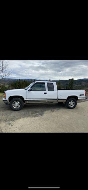 1998 Chevy Silverado Truck for Sale in Raymond, WA