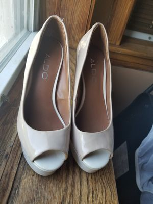 Size 5 in women's for Sale in Chicago, IL