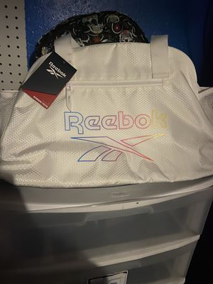 Reebok duffle bag white for Sale in Compton, CA