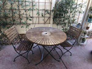 Rustic patio set table and chairs for Sale in Las Vegas, NV