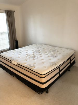 Black Beauty-rest King Mattress with box springs and frame FREE for Sale in Vernon Hills, IL