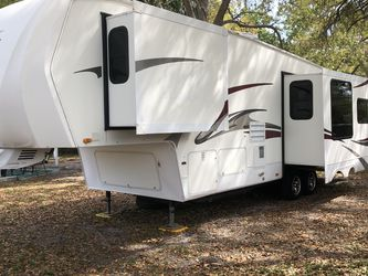 2010 Sundance By Heartland 31ft 3 Slide outs Well Kept for Sale in St. Petersburg,  FL