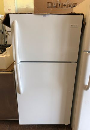 Frigidaire top freezer white refrigerator 14.5 cu ft model ffht1514tw3 for Sale in San Jose, CA