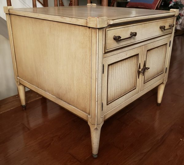 Pair Of Vintage French Country End Tables By Imperial Grand Rapids Furniture