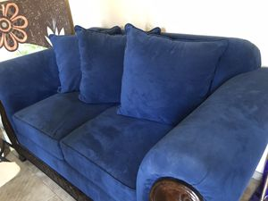 blue loveseat/sofa/couch for Sale in Glendale, AZ