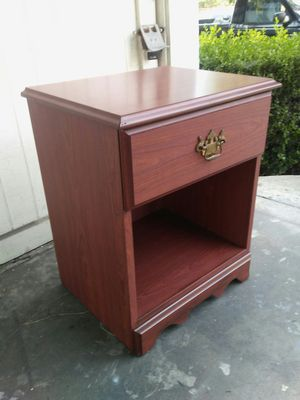 1) CW CASEWORK. FURNITURE night stand/ 1 drawer/organizer in good condition for Sale in Long Beach, CA