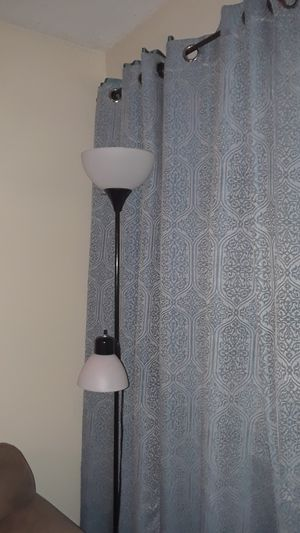 Floor lamp with 2 light bulbs for Sale in Oakland Park, FL