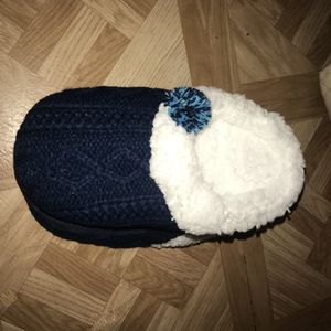 Bed slippers size s/m for Sale in Jacksonville, FL